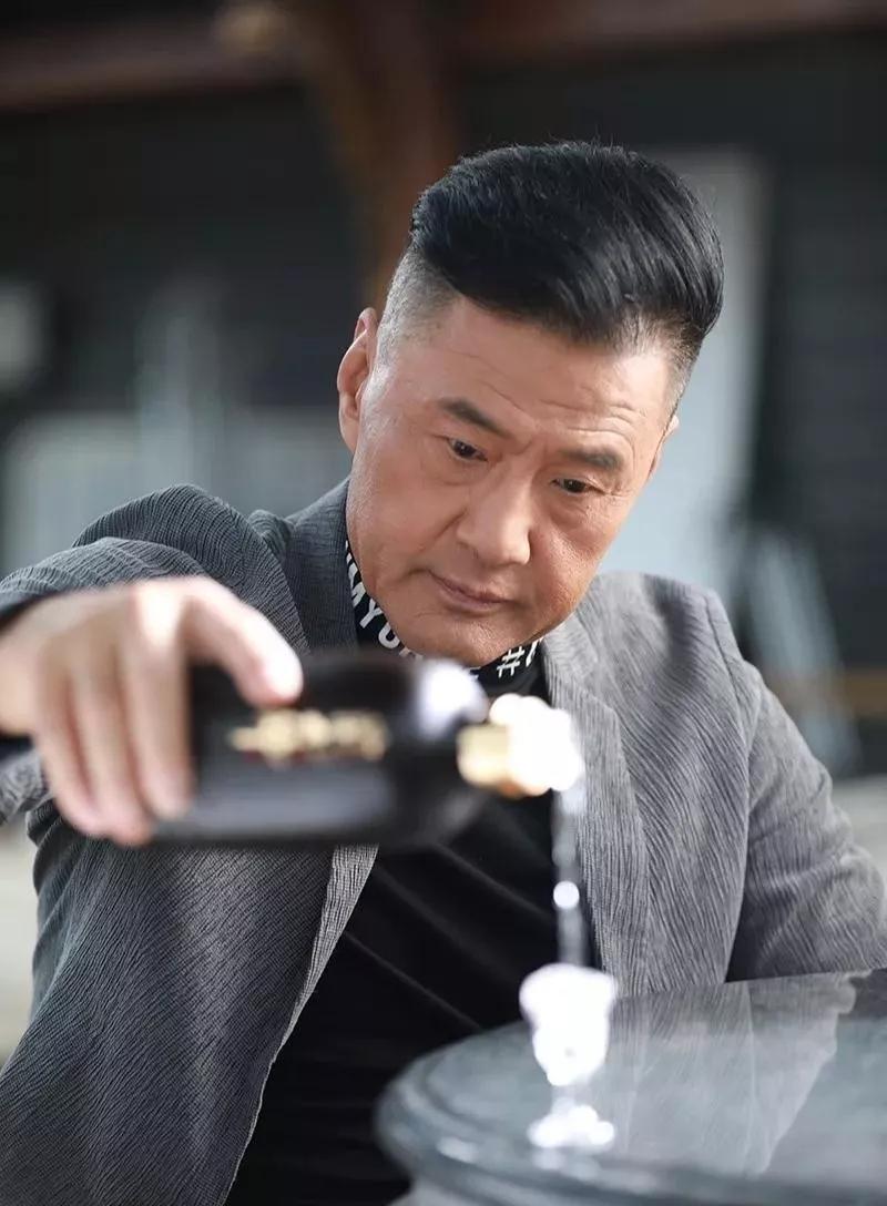 《庆余年》于荣光, 戏外携手万商云集重磅推出酱香白酒!